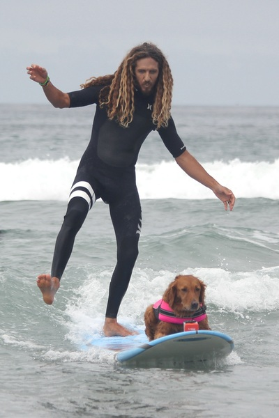 rob machado surfing with surf dog ricochet